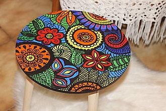 Nábytok - Ručne maľovaný drevený príručný stolík DETI KVETOV - 12824832_