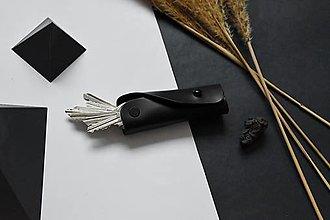 Kľúčenky - Kožená kľúčenka Beta Čierna - 12835832_