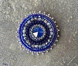 Odznaky/Brošne - Žiarivá modro-strieborná brošňa - 12843146_