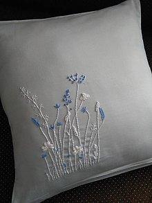 Úžitkový textil - Bledomodrý sen (ručne vyšívaný vankúš) - 12849461_