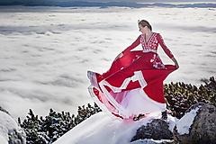 Šaty - červené vyšívané šaty Sága krásy - 12848911_