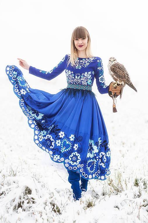 Šaty - Modré vyšívané šaty Sága krásy - 12848838_