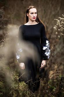 Šaty - čierne vyšívané šaty Sága krásy - 12848809_