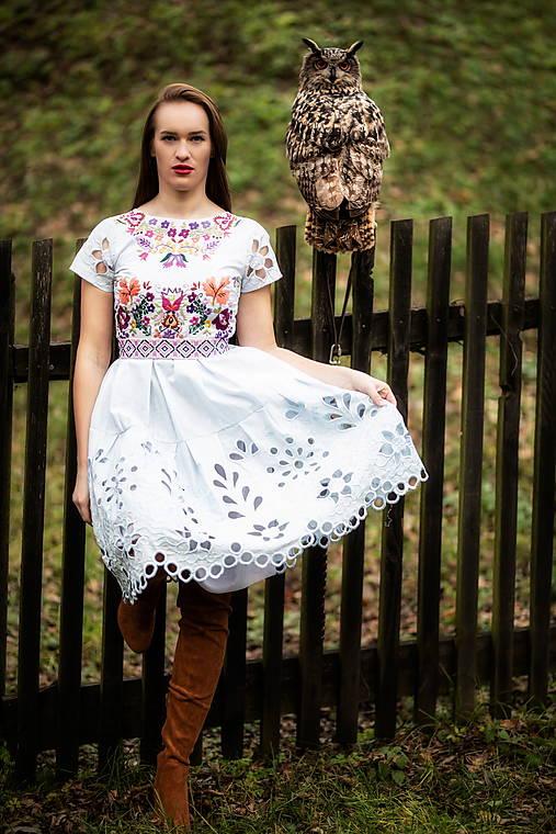svetlomodré madeirové šaty Sága krásy