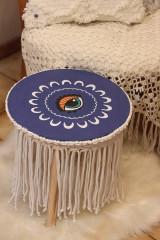 - Ručne maľovaný drevený stolík so strapcami - 12853846_