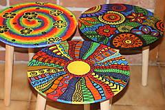 Nábytok - Drevený stolík HIPPIES ŠPIRÁLA ručne maľovaný - 12853965_