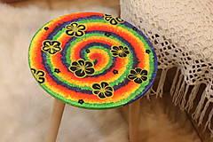 - Drevený stolík HIPPIES ŠPIRÁLA ručne maľovaný - 12853972_