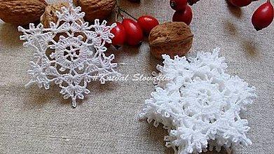 Dekorácie - *** háčkované snehové vločky - M*** - 12857555_