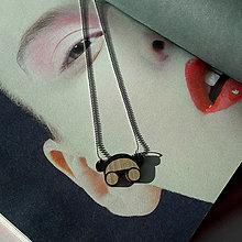 Náhrdelníky - Strieborný náhrdelník s dreveným príveskom - 12856521_