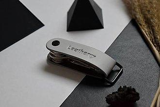 Kľúčenky - Kožená kľúčenka Leathery Šedá - 12858976_