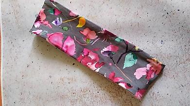 Ozdoby do vlasov - Čelenka, ružové kvety na sivej, bavlnený úplet - 12860717_