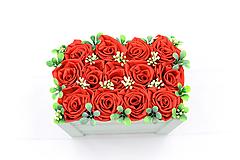 Dekorácie - Kvetinový box červený ruže - 12862755_