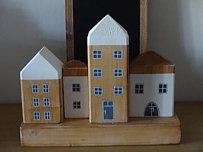 Dekorácie - Sada 4 domčekov na hranole - 12865528_