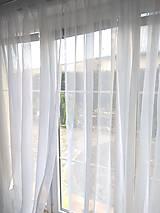 Záclona v bielom