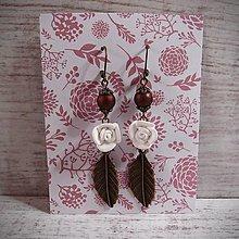 Náušnice - Náušnice biele ruže, antické listy, lesklé korálky.. - 12866203_