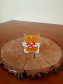 Svietidlá a sviečky - Sviečka z včelieho vosku v skle s károvaným srdiečkom - 12871934_