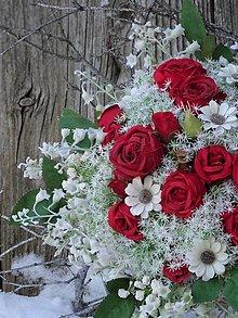 Dekorácie - Gratulačná kytica z červených ruží - 12874186_
