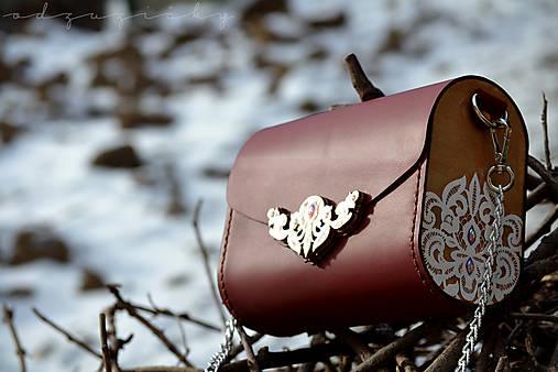 Drevená folk kabelka kožená čipka Odzuzičky (Bordová)