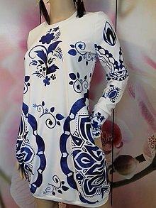 Šaty - FLORAL FOLK -  šaty v dĺžke midi s vačkami (biely podklad - modrý akvarel, dlhý rukáv) - 12881350_