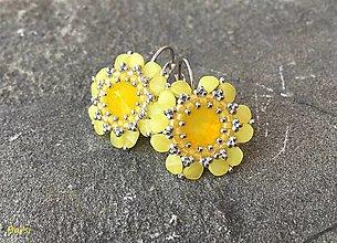 Náušnice - Žiarivé citrónové opálové kvetinky - 12884057_