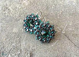 Náušnice - Výrazné smaragdovo-hematitové Swarovski náušnice - 12884072_