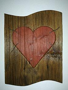 Obrazy - Obraz s červeným dreveným srdcom - 12881084_