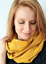 Šály - TUNELOVÝ NÁKRČNÍK - žltá farba so zlatou potlačou púpav) - 12887873_