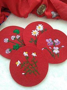 Úžitkový textil - V záhradke (ručne vyšívané podšálky) - 12886825_