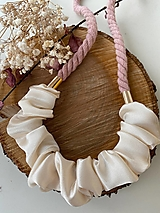 Náhrdelníky - Pudrovo-krémový náhrdelník - 12885534_