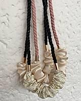 Náhrdelníky - Pudrovo-krémový náhrdelník - 12885536_
