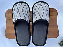 Obuv - Šedé papuče so vzorom - 12890339_