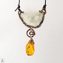 Náhrdelníky - šperk krištáľová geoda s jantárom - 12894438_