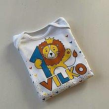 Detské oblečenie - Maľované body k 1. narodeninám (s levíkom a menom) - 12890772_