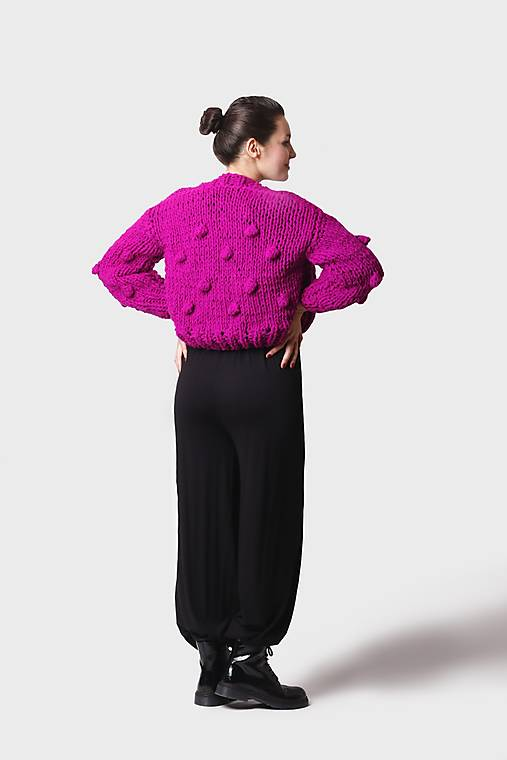 Svetre/Pulóvre - Pletený sveter syto fialový s guličkami - 12897375_