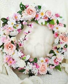 Dekorácie - Veľký kvetinový veniec - 12896060_