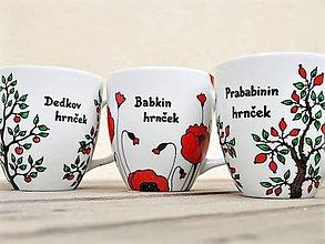 Nádoby - Maľovaný hrnček pre starých rodičov - Jabĺčka, šípky a vlčí mak - 12897136_