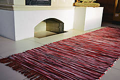 Úžitkový textil - Bordový ručne tkaný koberec, CHALUPA, 65 x 200 cm - 12894670_