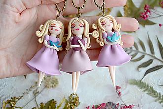 Náhrdelníky - Malá víla Marianka s vtáčaťom, fimo, náhrdelník - 12897177_