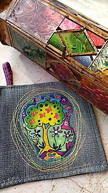 Úžitkový textil - Po tráve sa nechodí... podložka pod šálku s čarovným farebným stromom - 12899561_