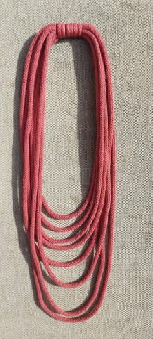 Náhrdelníky - Textilný šperk purpurovy - 12903457_