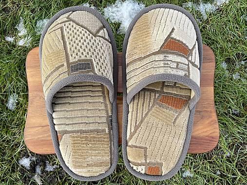 Béžové vzorované papuče