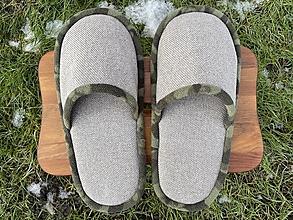 Obuv - Papuče so zeleným lemom - 12904635_