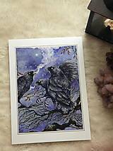 Obrazy - Havrany v šípkových hmlách Art Print - 12906215_