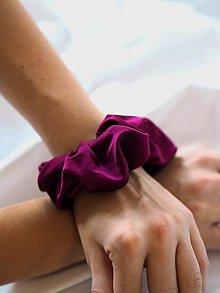 Ozdoby do vlasov - Scrunchie - bordovo fialová - 12908896_