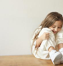 Detské oblečenie - Smotanové tepláky oversized minimalist - 12908693_