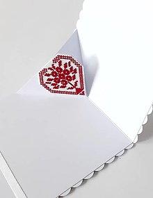Papiernictvo - Srdce na dlani V- vyšívaný pozdrav - 12909535_