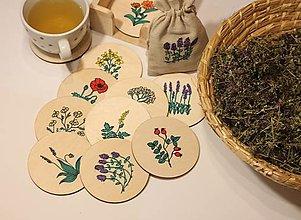Pomôcky - Podšálky pod bylinkový čaj v borovicovom stojane a bio čaj - darčekové balenie - 12912731_