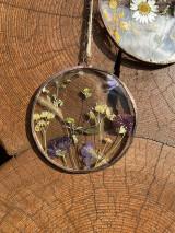 Dekorácie - Závesná dekorácia s lúčnymi kvetmi  (11 cm) - 12912669_