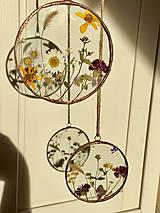 Dekorácie - Závesná dekorácia s lúčnymi kvetmi  (11 cm) - 12915093_