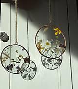 Dekorácie - Závesná dekorácia s lúčnymi kvetmi  (11 cm) - 12915095_